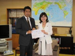 「若者を基軸とした経済対策勉強会」で提言を取りまとめ、加藤大臣・石原大臣・稲田政調会長に申し入れを行いました。