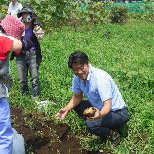 ジャガイモ掘りに参加。