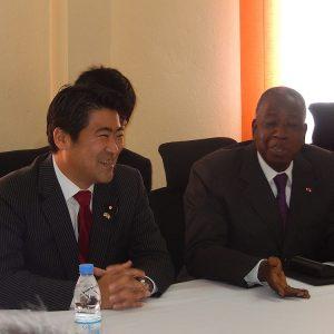ナイジェリア及びコートジボワールを訪問。ウワタラ大統領始めコートジボワール政府要人と会談を行い、コートジボワールにおける投資環境等について意見交換しました。