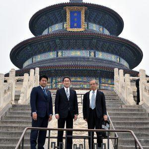 岸田外務大臣と中国を訪問。天壇公園にて。